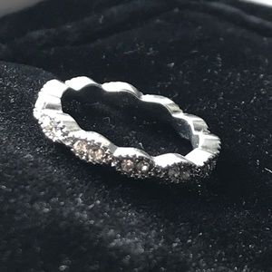 Jewelry - Cute petite band with detailing.